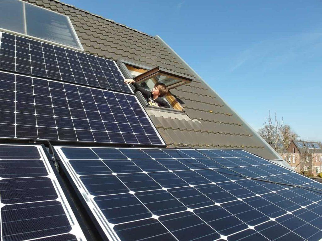 El uso de las placas solares contribuye a la mejora de la calificacion energetica